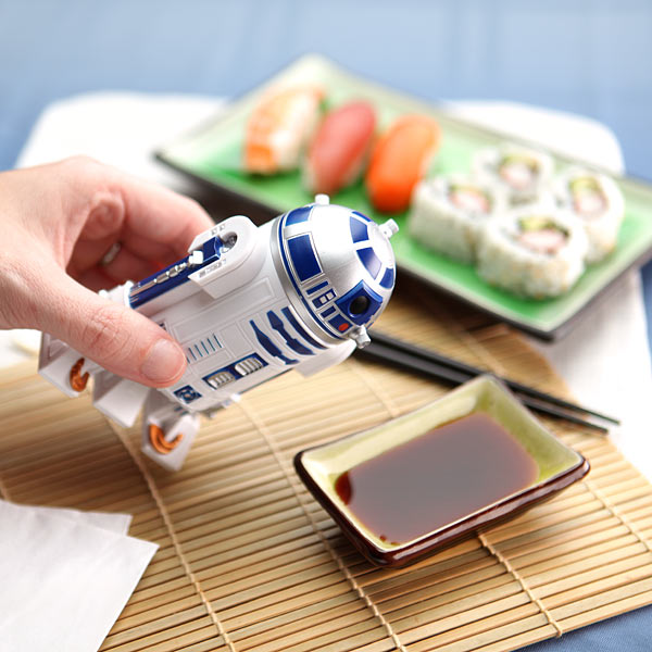 117a_star_wars_soy_sauce_dispenser_inuse-1