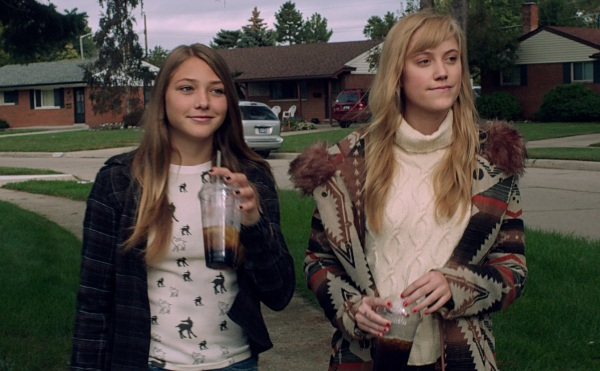 It Follows - Sisters